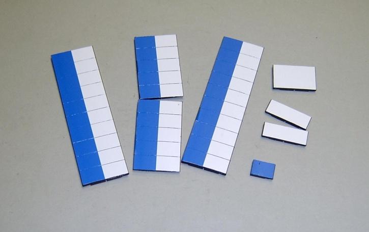 Satz Kippmagnete für Stundenplan, halb mittelblau/halb weiß