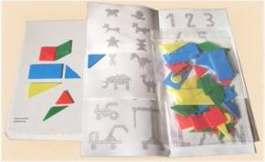 Geometrieelemente aus farbigem Kunststoff